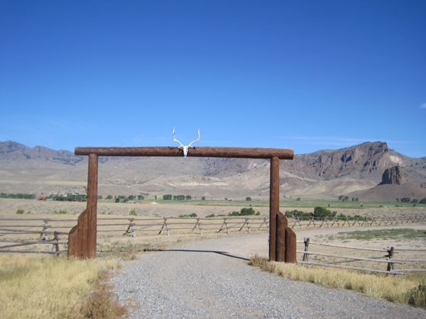 A Wyoming ranch gate. Classic!