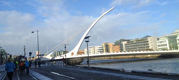 Westbound on Sir John Rogerson's Quay: view of the Samuel Beckett bridge over the River Liffy.
