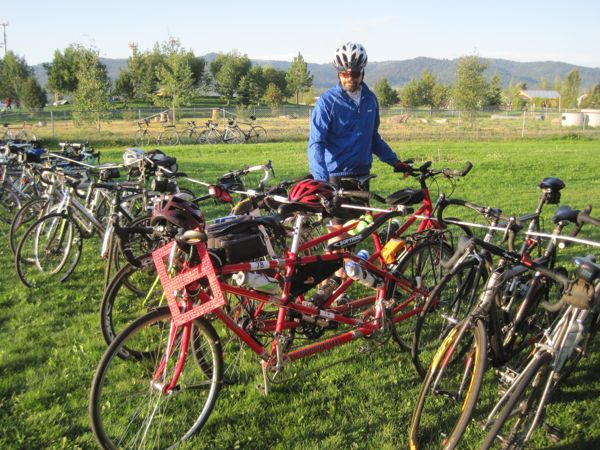 When we went to wheel out the bike in the morning, another tandem was parked next to us!