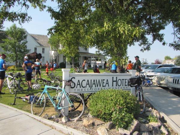 7 sacajawea hotel